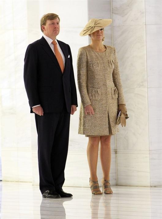 maxima holanda invitada boda estilo tocados sombreros 1 lentejuelas